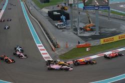 Max Verstappen, Red Bull Racing RB13, Sergio Perez, Sahara Force India VJM10 and Nico Hulkenberg, Renault Sport F1 Team RS17 battle