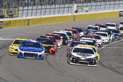 Kevin Harvick, Stewart-Haas Racing, Ford Fusion Jimmy John's, Kyle Larson, Chip Ganassi Racing, Chevrolet Camaro Credit One Bank