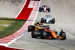 Fernando Alonso, McLaren MCL32, Carlos Sainz Jr., Renault Sport F1 Team RS17
