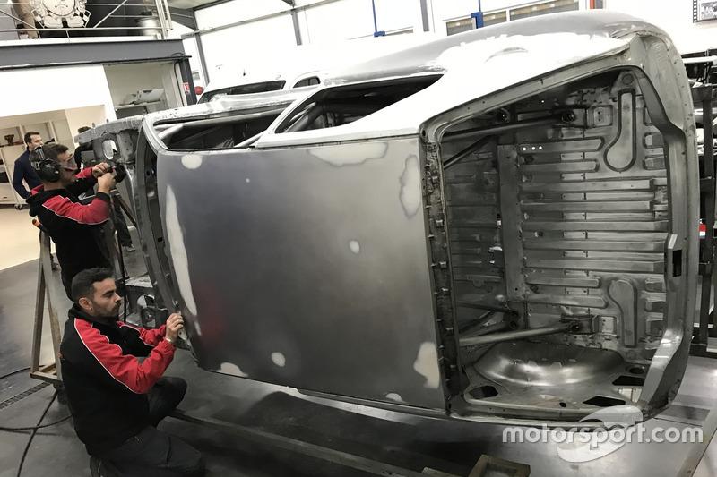 Restauro Peugeot 306 Maxi di Sébastien Loeb
