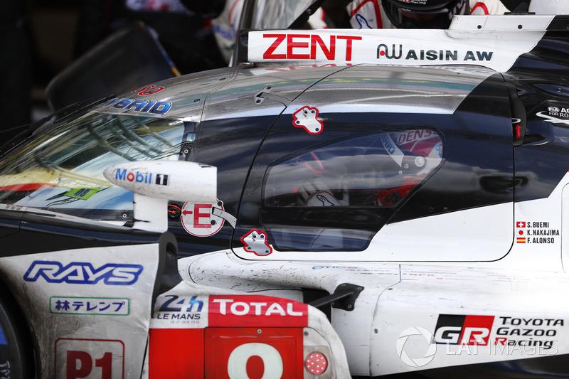 Несмотря на пару штрафов, в лидеры гонки вышел экипаж Toyota №8. На последний отрезок марафона за руль сел Казуки Накаджима