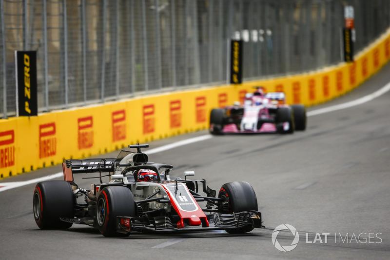 Romain Grosjean, Haas F1 Team VF-18 Ferrari, Sergio Perez, Force India VJM11 Mercedes