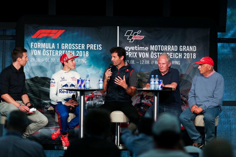 Marc Marquez, met ex-F1-coureur Mark Webber, en Niki Lauda