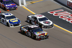 Kyle Busch, Joe Gibbs Racing, Toyota Camry Skittles Sweet Heat, Kevin Harvick, Stewart-Haas Racing,