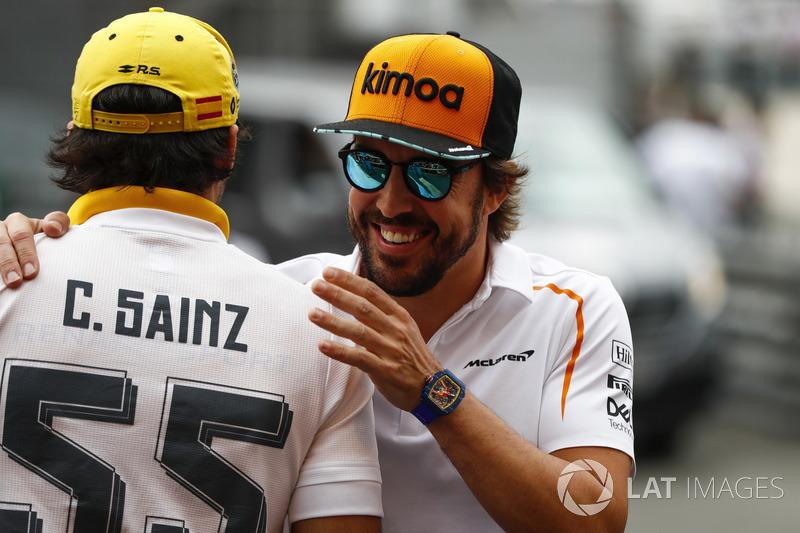 Carlos Sainz Jr., Renault Sport F1 Team, y Fernando Alonso, McLaren