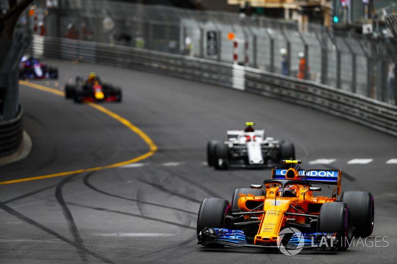 Stoffel Vandoorne, McLaren MCL33, leads Charles Leclerc, Sauber C37, and Max Verstappen, Red Bull Racing RB14