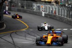 Стоффель Вандорн, McLaren MCL33, Шарль Леклер, Alfa Romeo Sauber C37, и Макс Ферстаппен, Red Bull Racing RB14