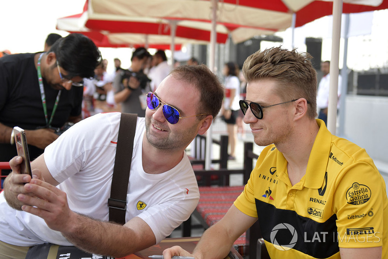 Nico Hulkenberg, Renault Sport F1 Team fans selfie at the autograph session