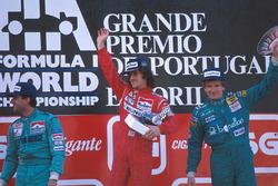 Podio: il vincitore della gara Alain Prost, il secondo classificato Ivan Capelli, il terzo classificato Thierry Boutsen