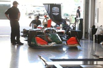 Juncos Racing la tripulación trabaja en el garaje