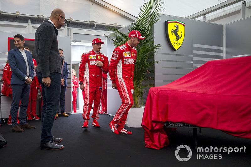 Кімі Райкконен, Ferrari та Себастьян Феттель, Ferrari, представляють нову ліврею Ferrari