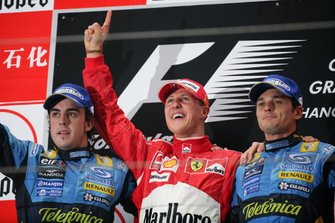 Podium : deuxième place pour Fernando Alonso, Renault F1 Team, victoire pour Michael Schumacher, Ferrari, troisième place pour Giancarlo Fisichella, Renault F1 Team