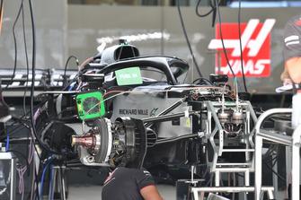 Haas F1 Team VF-18 nel garage