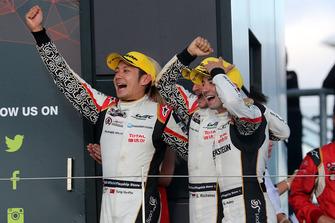 Podium LMP2: vainqueur #38 Jackie Chan DC Racing Oreca 07 Gibson: Ho-Ping Tung, Gabriel Aubry, Stephane Richelmi