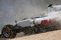 Esteban Gutierrez, Haas F1 Team VF-16 runs out