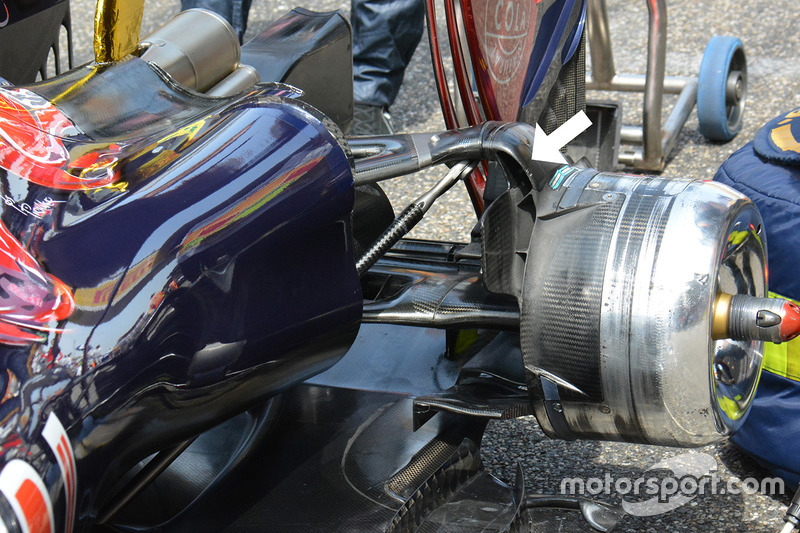 تفاصيل الجناح الخلفي لسيارة تورو روسو اس.تي.آر11