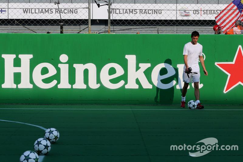 Heineken charity football game, Jolyon Palmer, Renault Sport F1 Team
