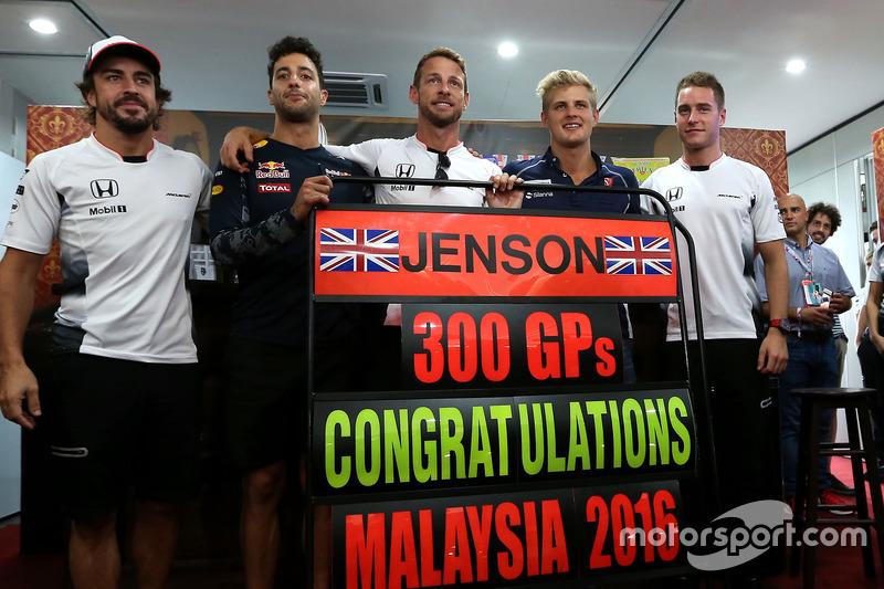 Jenson Button fährt 300. Grand Prix und feiert schon am Freitag mit Kollegen