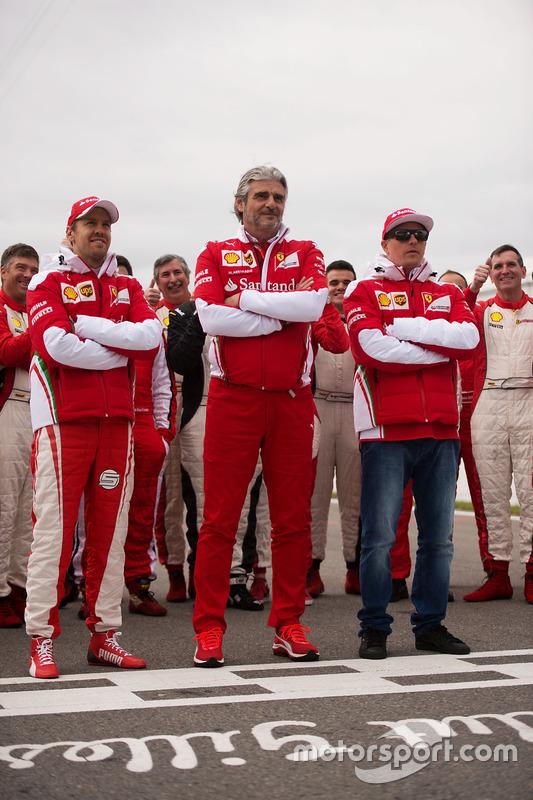 Sebastian Vettel, Ferrari; Maurizio Arrivabene, Ferrari, Teamchef; Kimi Räikkönen, Ferrari