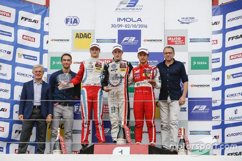 Rookie Podium: Harry Tincknell; Ralf Aron, Prema Powerteam Dallara F312 – Mercedes-Benz; Joel Erikss