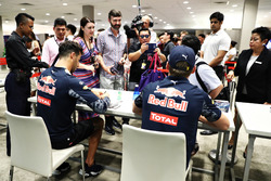 Daniel Ricciardo, Red Bull Racing and Max Verstappen, Red Bull Racing signs autographs