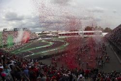 Podio: ganador de la carrera Lewis Hamilton, Mercedes AMG F1, segundo lugar de Nico Rosberg, Mercedes AMG F1, Sebastian Vettel, Ferrari tercero