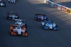 Simon Pagenaud, Team Penske Chevrolet, Marco Andretti, Andretti Autosport Honda