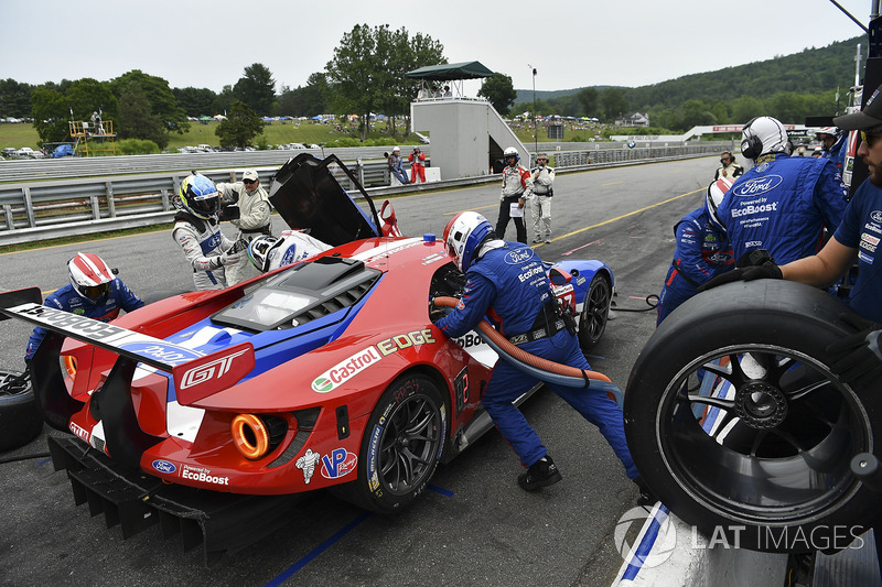 #67 Ford Performance Chip Ganassi Racing Ford GT: Ryan Briscoe, Richard Westbrook pit stop