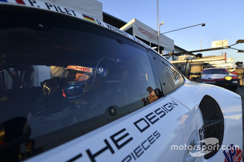 #911 Porsche Team North America Porsche 911 RSR: Frédéric Makowiecki