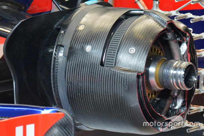 Scuderia Toro Rosso STR12 disc brake detail
