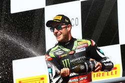 Le vainqueur de la course, Jonathan Rea, Kawasaki Racing