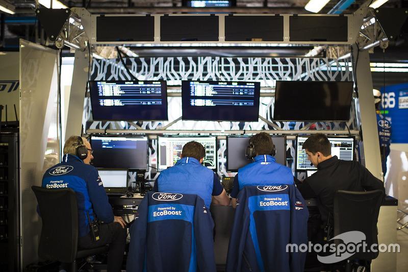 Ford Chip Ganassi Racing team members