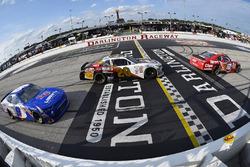 Denny Hamlin, Joe Gibbs Racing Toyota, Erik Jones, Joe Gibbs Racing Toyota and William Byron, JR Motorsports Chevrolet