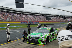 Kyle Busch, Joe Gibbs Racing Toyota in the pits after hitting the wall