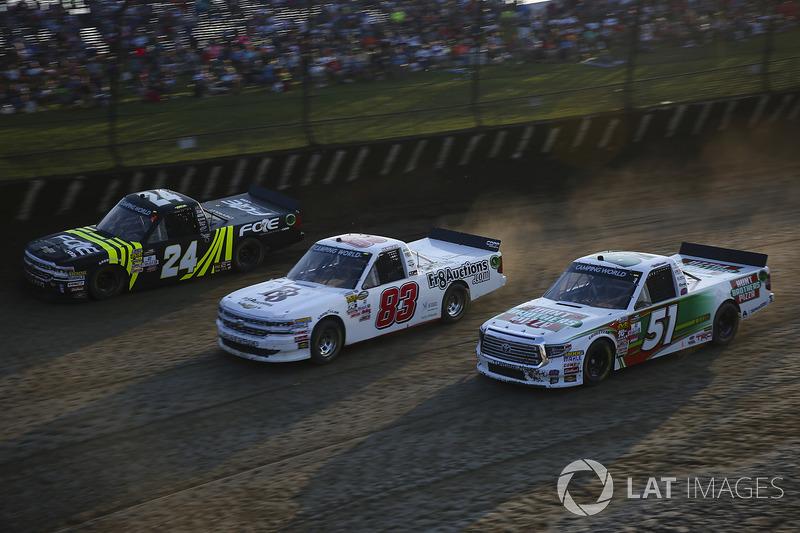 Justin Haley, GMS Racing Chevrolet, JJ Yeley, Fr8Auctions.com Chevrolet Silverado, y Harrison Burton