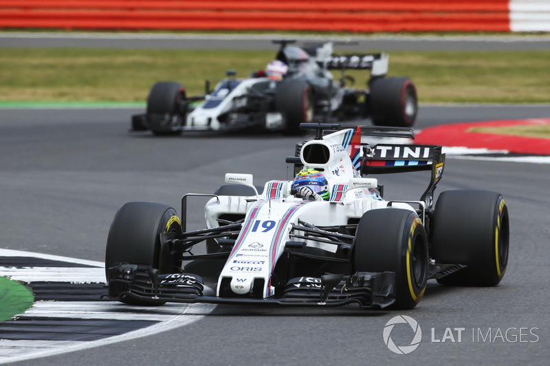 Felipe Massa, Williams FW40, Romain Grosjean, Haas F1 Team VF-17
