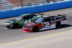 Austin Dillon, Richard Childress Racing Chevrolet und David Starr, TriStar Motorsports Toyota