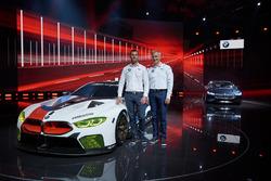Martin Tomczyk und Jens Marquardt, BMW-Motorsportdirektor, mit dem BMW M8 GTE