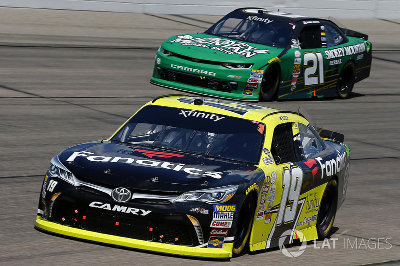 Matt Tifft, Joe Gibbs Racing Toyota, Daniel Hemric, Richard Childress Racing Chevrolet