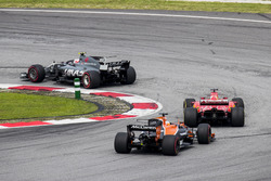 Kevin Magnussen, Haas F1 Team VF-17, Sebastian Vettel, Ferrari SF70H, Fernando Alonso, McLaren MCL32