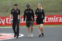 Sergio Perez, Force India walks the track with Bernie Collins, Force India Strategy Engineer