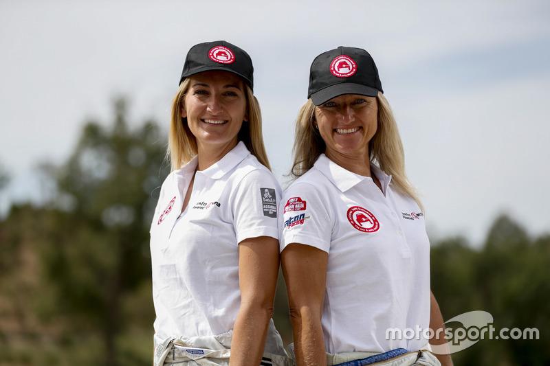Emma Clair y Andrea Mayer