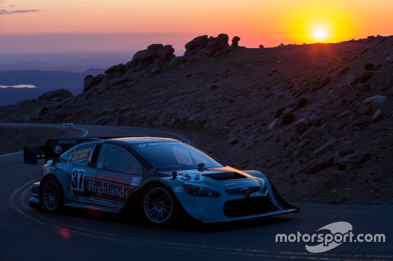 37 Ford Focus Tony Quinn At Pikes Peak
