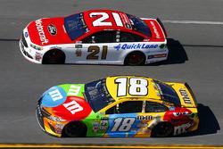 Kyle Busch, Joe Gibbs Racing Toyota and Ryan Blaney, Wood Brothers Racing Ford