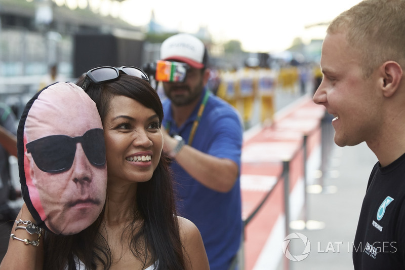 Валттері Боттас, Mercedes AMG F1, з уболівальницею