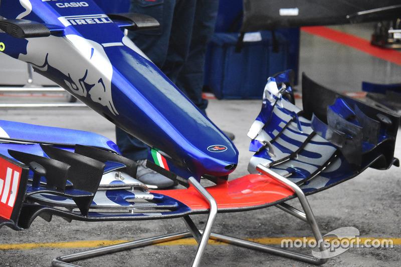 Scuderia Toro Rosso STR12 new nose