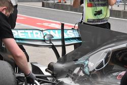 kaputter T-Wing vom Mercedes F1 W08