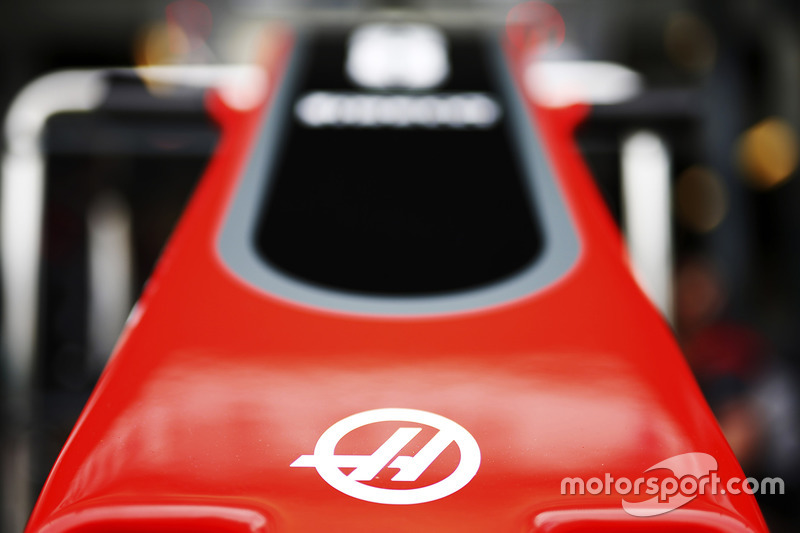 Haas F1 Team VF-17: Frontpartie mit Logo