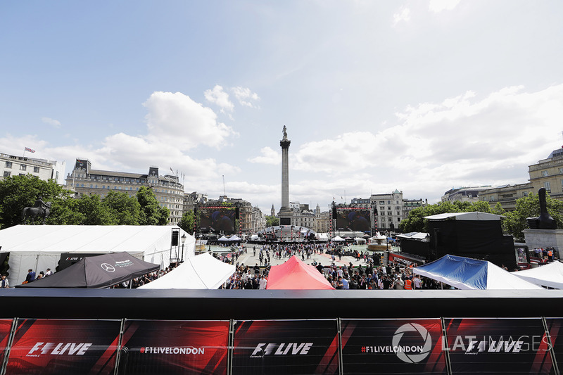F1 takes over Trafalgar Square, big screens either side of Nelsons Column