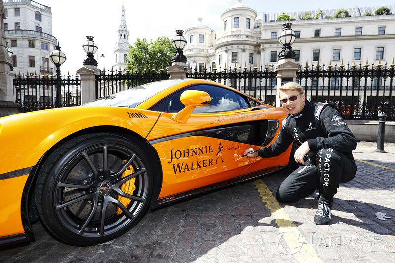 Mika Häkkinen, mit McLaren MP4-12C